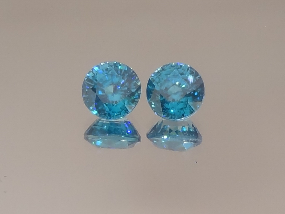 Matching Pair of Swiss Blue Zircon Round Calibrated at 7mm from Cambodia