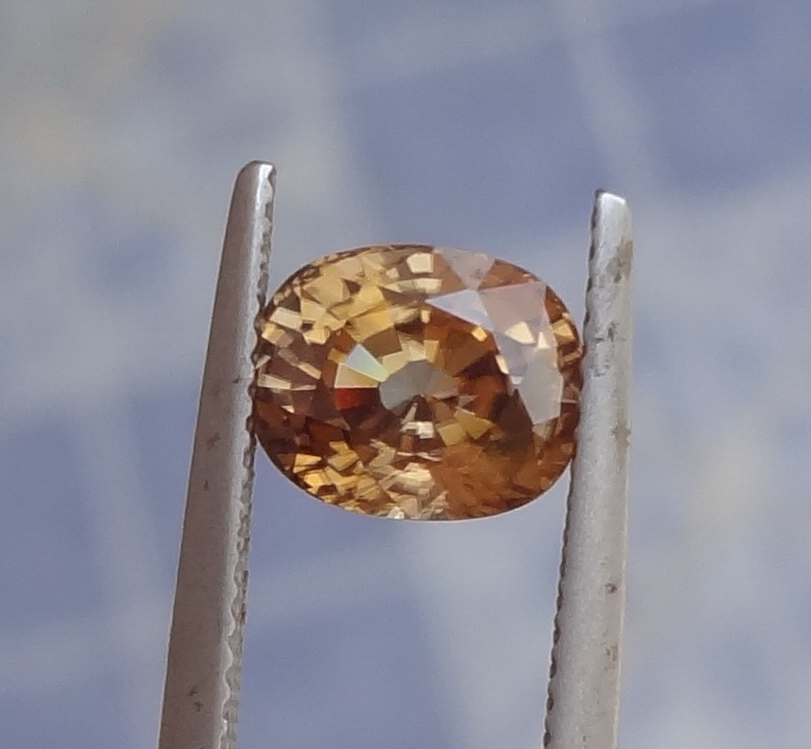 Natural very shiny oval Zircon from Cambodia.